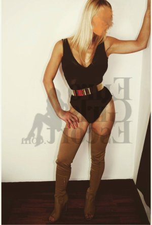 Tassia escort girl