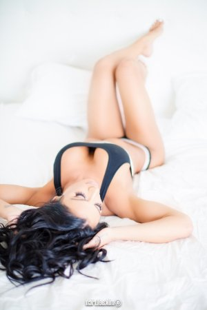 Gilberthe escort girl in Chicopee & nuru massage